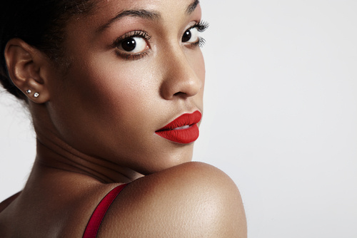 How To Get Flawless Makeup For Dark Skin: 9 Power Tips